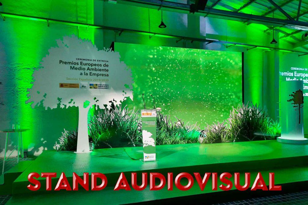 Stand audiovisual para una entrega de premios.